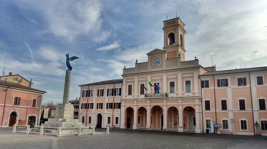 Savignano sul Rubicone, Italien: il palazzo visto dalla piazza