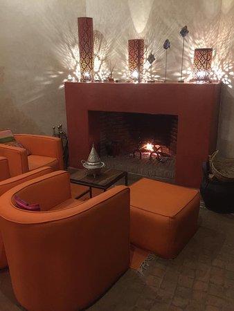 Riad Akka: très agréable de dîner près de la cheminée