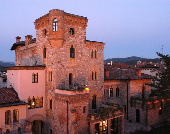 Cividale del Friuli, Italy: Castello Canussio al tramonto
