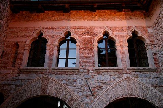 Castello Canussio - esterno sala archi