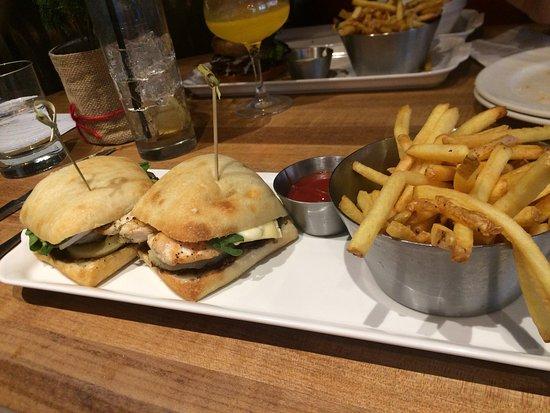 earl s kitchen bar toronto 150 king st w suite 100 westliches stadtzentrum restaurant bewertungen telefonnummer tripadvisor