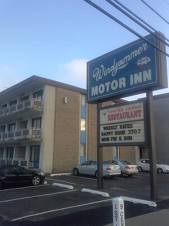 Windjammer Motor Inn: Outside