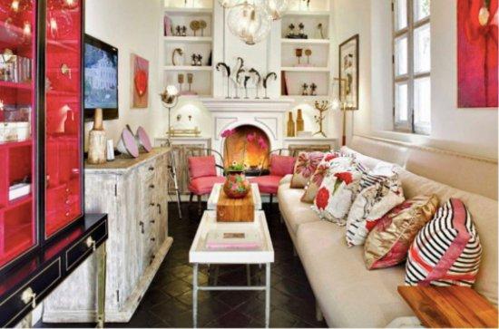 L'Otel: La biblioteca y sala de estar tienen detalles, arte y elegancia.