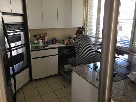 Palms at Wailea: Kitchen w modern amenities.