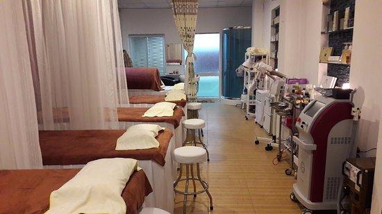 Sami TN Beauty & Spa - Ba Ria: phòng spa với đầy đủ máy móc, thiết bị hiện đại