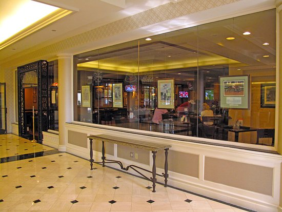 Hilton New Orleans Airport : Hilton Airport - Second Line sports bar in lobby