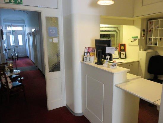 Hotel Gottardo Garni: Check-in counter