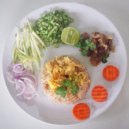 Μποφούτ, Ταϊλάνδη: The shrimp paste fried rice called khaw kluk kapi, a flavorful streetfood dish