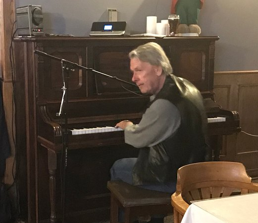 St. Marys, كندا: Pianoman Frank St. Germain plays piano Friday's and Saturday's 7-11 pm till the end of January.