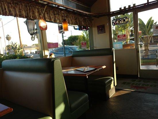 Lakewood, CA: SEATING AREA 2