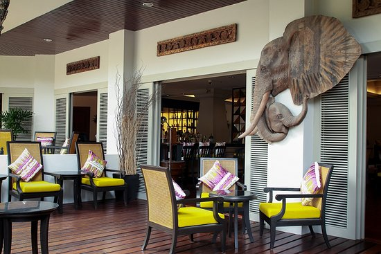 AVANI Pattaya Resort & Spa : Elephant Bar