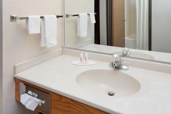 Pekin, IL: Hand washing area outside of bath room