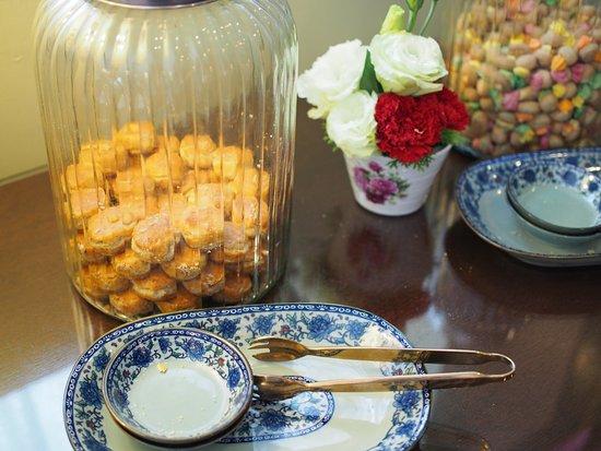 The Majestic Malacca: レセプション横にあったクッキー