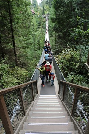 North Vancouver, Kanada: Entering the suspention bridge
