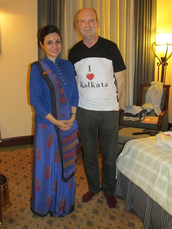 The Oberoi Grand: The lady who got us I love Kolkata t-shirts