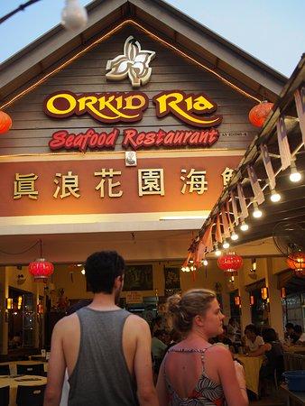 外国人観光客でにぎわう華僑のお店です