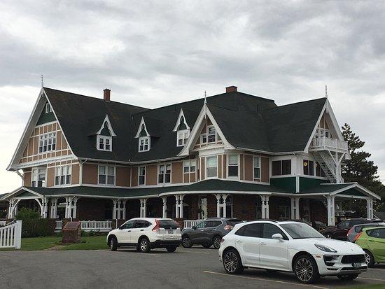 ダルベイ, カナダ, 静かで素晴らしいホテル。スタッフもとても親切。レストランがディナータイムに貸切になっていることも多く、車がないと何処へも出られなくて不便。