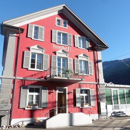 Domat/Ems, سويسرا: Term Bel - directly across Domat/Ems train station