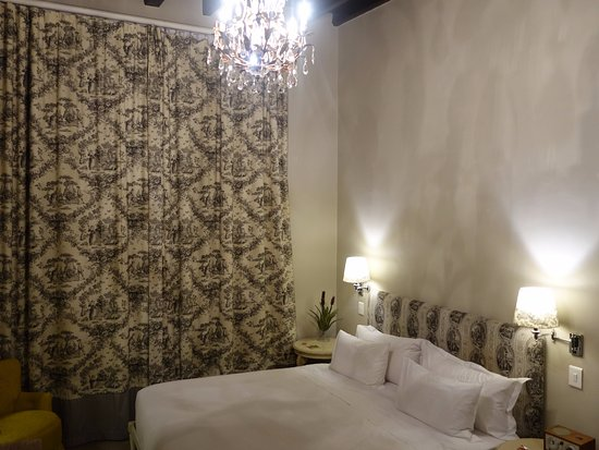 Cape Heritage Hotel: Old fashioned room in good condition