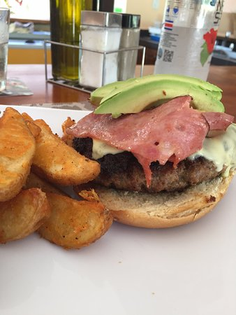 The Park Restaurant and Bar: Cheesburger with Bacon and avocado. Home fries