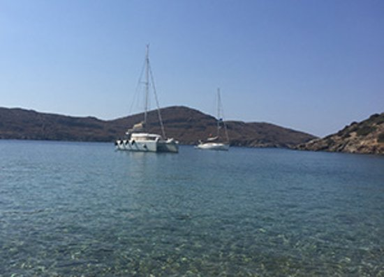 Parikia, Griekenland: Our catamaran