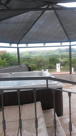 La Posada del Qenti Medical Wellness: Yacuzzi al aire lbre balconeando a la montaña en Qenti