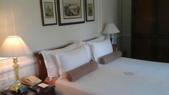 chambre décorée à l\' ancienne - Picture of The Imperial Hotel, New ...