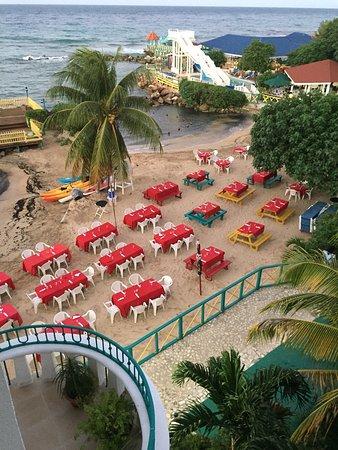 Franklyn D Resort & Spa: the beach buffett