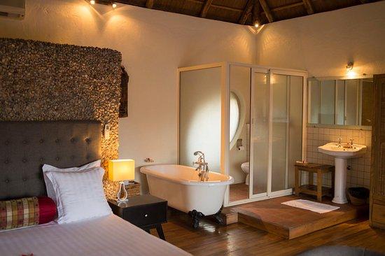 Hotel le petit village kampala ouganda voir les for Hotel petit prix