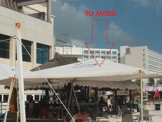Forum Beach Cancun: Bar to avoid ! They try to scam the tourists