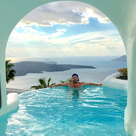 دانا فيلاز: Enjoying the pool outside. Can you beat this view from a room?