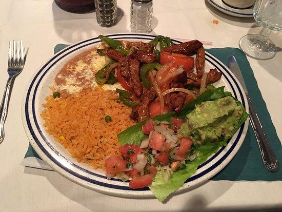 Оранджбург, Нью-Йорк: Menus, chips and salsa, beef fajitas