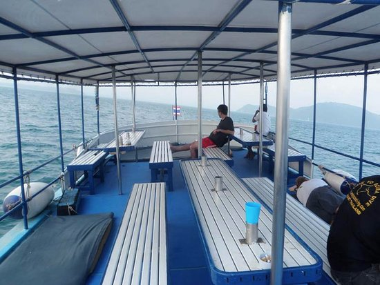 Scuba Cat Diving - Soi Watanna Shop and Classrooms : The top deck was a good place to lounge after diving.