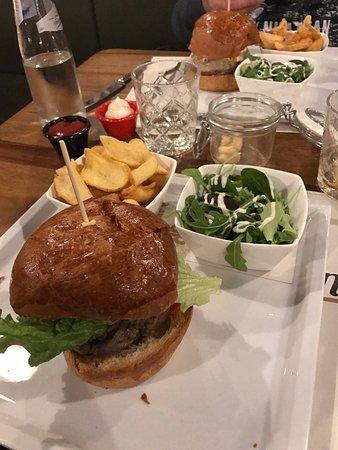 Colonial Inn Burger&Steaks