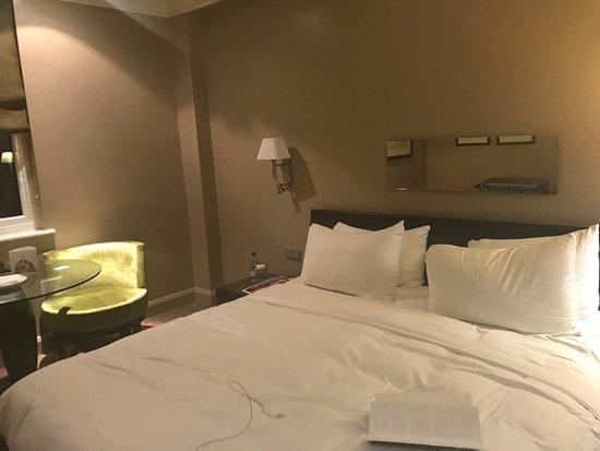 The May Fair Hotel : il letto dovrebbe essere un King size......