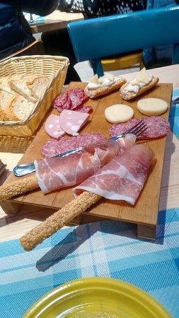 Sant'Egidio alla Vibrata, Italia: tagliere di salumi e formaggi