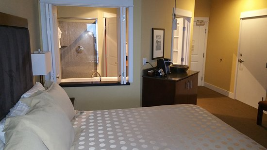 Cannery Pier Hotel: View bathroom and tub from bed