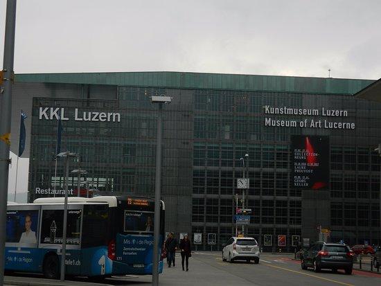 KKL Luzern - Lucerne Culture and Convention Centre : Fachada del KKL y el Kunstmuseum
