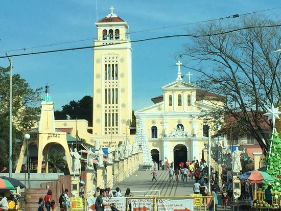 Manaoag, الفلبين: Place of worship and thanksgiving. Miraculous Blessed Virgin Mary -devotees Attend mass blessing