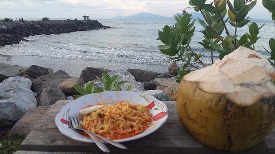 Alue Naga Beach