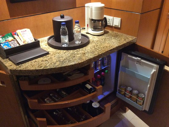 Coffee and mini bar area picture of pan pacific manila for Mini coffee bar