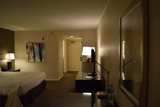 Hilton Alexandria Old Town: Standard Room