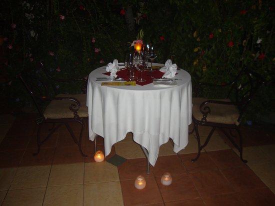 open air candle light dinner arrangement bild von hotel lake rh tripadvisor de