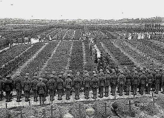 Etaples Military Cemetery: Les soldats anglais tués en France sont inhumés à Etaples (1918)