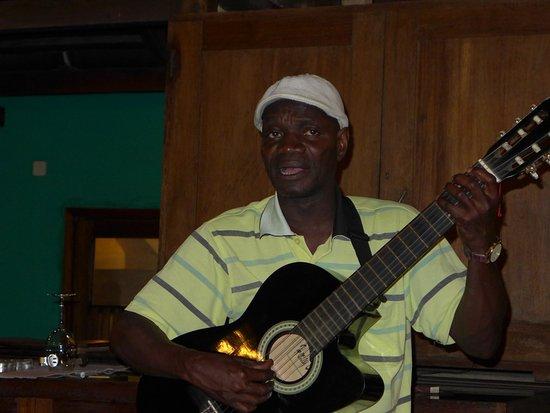 Porto Alegre, Santo Tomé y Príncipe: Local singer