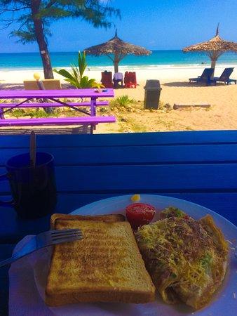 Kipepeo Beach Village: Breakfast at the beach