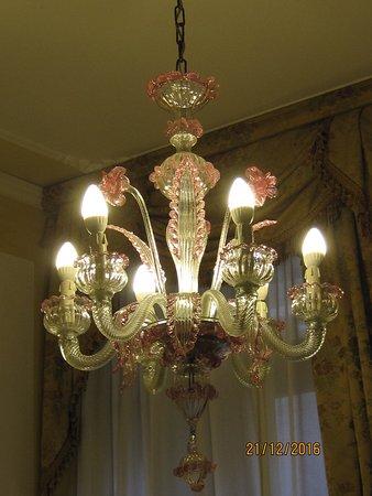 San Cassiano Residenza d'Epoca Ca' Favretto: Murano glass chandelier