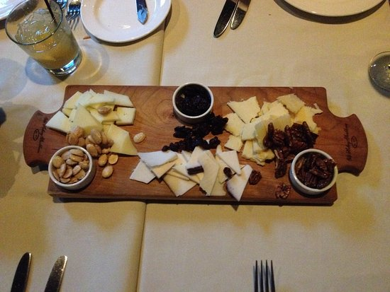 Old Hickory: loved that we were able to choose the cheeses we wanted.. so many options..