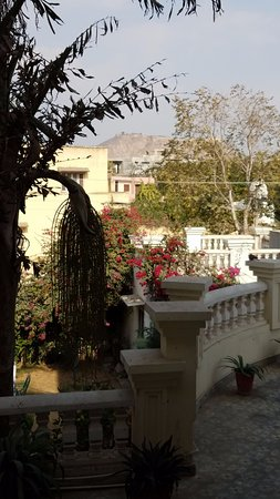 Sugan Niwas Palace: View of Nahargarh Fort from the common area on the second level.