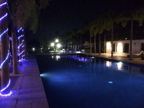 Lotus Villas & Resort Hua HIn: 戶外游泳池